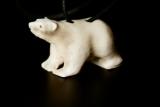 Eisbären-Anhänger aus Rentiergeweih